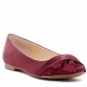 NEW Charles By Charles David Darcy Knotted Flat